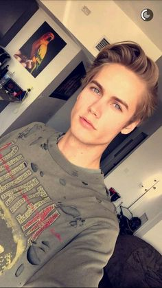 Neels Visser as Tom