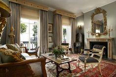 Classical Living Room by @philippadevas | Best UK Designers. Interiors. Modern Living. | #UKdesign #homedecor #modernhomes | More at: https://brabbu.com/