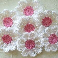 A cada flor criada...me sinto realizada como Artesã... Algo que amo #artesanatobrasileiro #artesanato #artesa #floresdecroche #flores #crochet