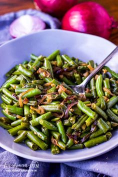 Learning how to cook frozen green beans makes having a veggie side dish for dinner easy! Simple and flavorful and done in minutes. dinner green beans How to Make Frozen Green Beans! Easy Vegetable Side Dishes, Vegetable Sides, Veggie Dishes, Side Dishes Easy, Side Dish Recipes, Vegetable Recipes, Recipes Dinner, Dinner Ideas, Cooking Frozen Green Beans
