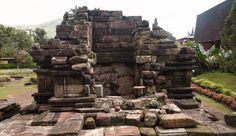 Candi ini merupakan peninggalan dari Raja Empu sendok yang dibangun pada abad ke 9 yang dibarengi dengan pembuatan candi di Nganjuk,Blitar dan Bangil