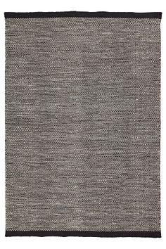Matta Salik i stilren modell med strukturyta och kraftig bård. <br>Ger en lugn och trevlig atmosfär till rummet. <br><br>87% ull, 9% bomull, 4% polyester<br>Kemtvätt