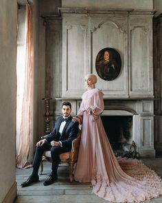 dresses hijab muslim couples the bride Short Bridesmaid Dresses, Wedding Bridesmaids, Wedding Dresses, Cute Muslim Couples, Muslim Girls, Most Beautiful Dresses, Beautiful Hijab, Wedding Poses, Wedding Photoshoot