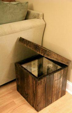 Reclaimed pallet wood corner ottoman