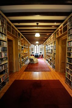 I would give up my bedroom for a library that looked like this!