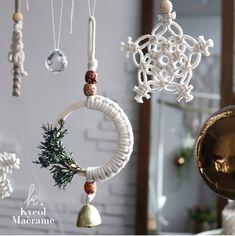 macrame/macrame anleitung+macrame diy/macrame wall hanging/macrame plant hanger/macrame knots+macrame schlüsselanhänger+macrame blumenampel+TWOME I Macrame & Natural Dyer Maker & Educator/MangoAndMore macrame studio Teacher Ornaments, Diy Christmas Ornaments, Holiday Crafts, Christmas Decorations, Vintage Christmas, Macrame Design, Macrame Art, Macrame Projects, Macrame Knots