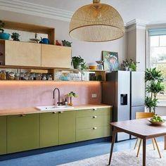 Eclectic Kitchen, Boho Kitchen, New Kitchen, Kitchen Decor, Funky Kitchen, Modern Retro Kitchen, Kitchen Colors, Colourful Kitchen Tiles, Colorful Kitchen Cabinets