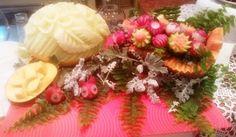 Centro Tavola fiori. Corsi fruit carving, intaglio frutta e verdura: www.imparofacendo.it