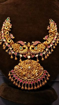 Indian Jewelry Sets, Bridal Jewelry Sets, India Jewelry, Bridal Jewellery, Wedding Jewelry, Jewelry Box, Gold Earrings Designs, Necklace Designs, Gold Designs