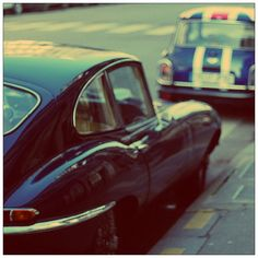 Jaguar E Type and a Mini : too much love in the same street corner