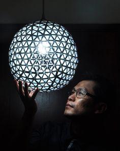 Com certeza uma das luminárias mais elaboradas que você já viu, feita a partir de simples caixinhas Longa Vida. Veja como fazer