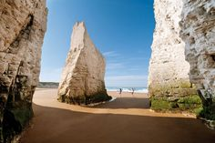 Find the ultimate romantic places to visit in Kent, Southeast England. Known as the Garden of England you will find out why with its pretty sights. Botany Bay Kent, Bulgaria, British Beaches, Uk Beaches, British Seaside, Sandy Beaches, British Isles, British Travel, Margate Kent