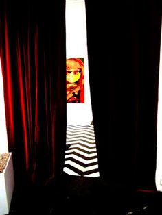 Popkulttuuria ja undergroundia: Peak Experience hyrmäsi Twin Peaks aiheisessa näyttelyssä