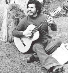 WEBGUERRILLERO: A 41 años de la muerte de Víctor Jara: 110 fotos suyas que quizá no conoces Victor Jara, Latina, Vintage Photos, Musicals, Photography, Artists, Quotes, Amor, Music Posters