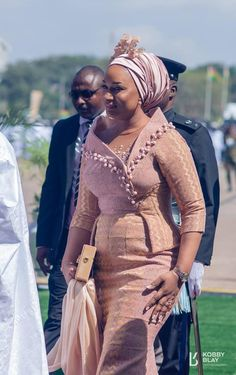 Ghana's VP's Wife Samira Bawumia Breaks Internet Again with Her Independence Day … – African Fashion Dresses - 2019 Trends African Fashion Ankara, African Fashion Designers, Latest African Fashion Dresses, African Dresses For Women, African Print Dresses, African Print Fashion, African Attire, Ghana Fashion, Africa Fashion