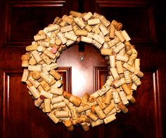 wine cork wreath to try this holiday. i got plenty of wine corks. thsi girl loves her wine.