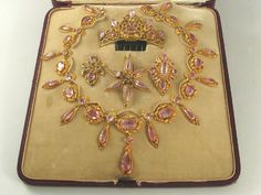 1830 French pink topaz & gold cased parure, comprising necklace, 3 brooches & a hair ornament with a rose-cut diamond hair ornament hinged to a tortoiseshell comb Topaz Jewelry, Hair Jewelry, Jewelry Sets, Fine Jewelry, Victorian Jewelry, Antique Jewelry, Vintage Jewelry, Royal Jewels, Crown Jewels