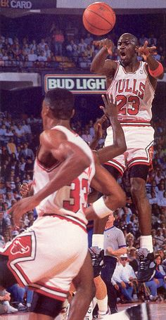 Michael Jordan dishes the ball to Scottie Pippen