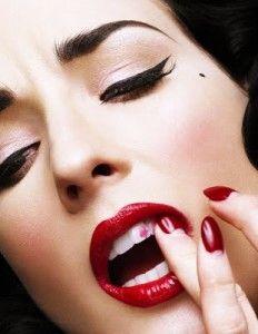 Dita Von Teese makeup