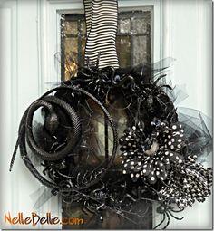 DIY creepy crawly wreath
