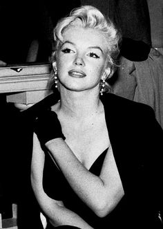 Marilyn Monroe the strap on her dress broke and lawerence o pinned it back to the dress, accident or not??