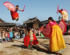 This is a typical celebration in Korea called Korean New Year. This is also celebrated by the Chinese culture known as lunar new year. This year, the Korean new year will be celebrated on January Korean New Year, Learn Korean, Korean Traditional, Traditional Outfits, Korean Wave, Korean Girl, Tao, South Korea News, New Years Traditions