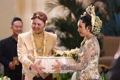 Pernikahan Adat Jawa ala Nissa dan Ian