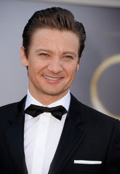 Jeremy Renner at Oscar 2013 Red Carpet 24/02/2013 #TeamRenner # GORGEOUS!!