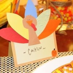 Turkey place cards made out of paper for your Thanksgiving table decor.