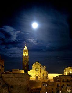 Ancient city skyline, Matera Italy - image via Sextantio - Le Grotte della Civita - linenandlavender.net recommended:  http://www.sextantio.it/grotte-civita