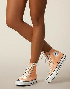 All Star Seasonal Hi, Converse on We Heart It - ropa, vacaciones y más Dr Shoes, Cute Shoes, Me Too Shoes, Converse Chuck Taylor, Converse All Star, High Top Converse, Orange Converse, New York Fashion, Teen Fashion