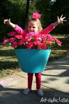 Halloween is one of my favorite holidays and I love reliving the magic again as a parent. There is nothing more fun than DIY Halloween costumes for kids Halloween Costumes Kids Homemade, Last Minute Halloween Costumes, Halloween Clothes, Halloween Mono, Halloween Kids, Flower Pot Costume, Costumes Faciles, Halloween Infantil, Manualidades Halloween