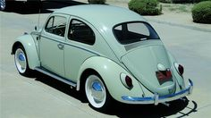 1964 VW Beetle, my first car! Beetles Volkswagen, Volkswagen Type 2, Volkswagen Golf, Vw Classic, Ford Classic Cars, Vw Super Beetle, Kdf Wagen, Barrett Jackson Auction, Car Accessories For Girls