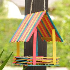 Diy summer crafts for kids bird feeders 15 ideas for 2019 Homemade Bird Houses, Homemade Bird Feeders, Diy Bird Feeder, Bird Houses Diy, Popsicle Stick Crafts, Popsicle Sticks, Craft Stick Crafts, Resin Crafts, Craft Sticks