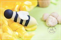 Pszczółka z lukru plastycznego, element tortu urodzinowy dla dziecka, więcej na www.pieceacake.pl