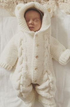 Knitting pattern for baby jumpsuit knitted baby jumpsuit Winter Baby Clothes, Knitted Baby Clothes, Baby Winter, Cute Baby Clothes, Easy Baby Sewing Patterns, Baby Clothes Patterns, Baby Cardigan Knitting Pattern Free, Baby Knitting Patterns, Knitting Ideas