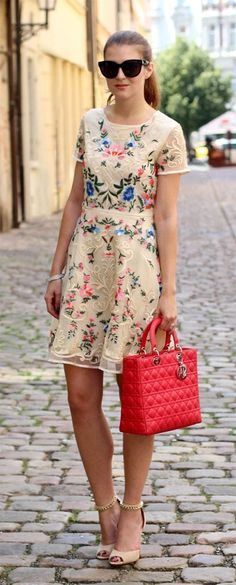 Street Style with Red Handbag  #StreetStyle #FashionTrend #FashionStyle #HandBag #Fashion #Style