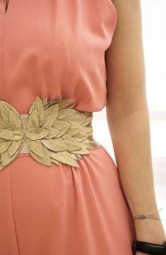 Cinturon de Poéte Fashion Belts, Fashion Accessories, Fashion Dresses, Fiesta Outfit, Coin Couture, Long Formal Gowns, Haute Couture Dresses, Bandeau, Types Of Fashion Styles