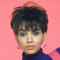 """Halle Berry """"Let me tell you something being thought of as a beautiful woman has spared me nothing in life. No heartache no trouble. Love has been difficult. Beauty is essentially meaningless and it is always transitory. Halle Berry Young, Halle Berry Short Hair, 80s Short Hair, Kingsman, Bad Celebrity Plastic Surgery, Hair Jazz, 1980s Hair, 90s Grunge Hair, Natural Hair Styles"""