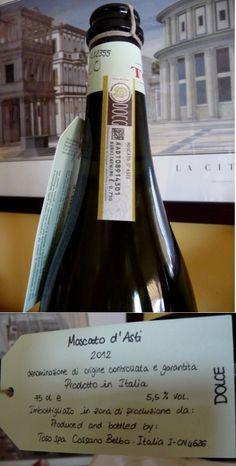 Moscato d'Asti 2012 de Toso, en Cossano Belbo. DOCG Moscato d'Asti. Uva: moscato bianco. Lo tomamos con las cocas de Sant Joan. Es un poco dulce y espumoso. Resultó menos dulce de lo que me esperaba y... ¡delicioso!