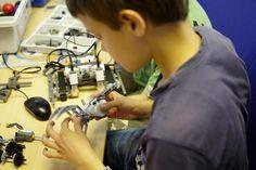 Roboter programmieren und bauen: Ab sofort sind Anmeldungen für Lego-Kindercampus der h_da für Schülerinnen und Schüler möglich