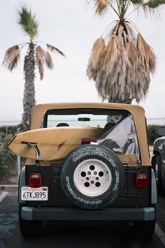 surf jeep // classic surf design // beach life // beach house // surfing lifestyle - Tap the link to see the newly released collections for amazing beach bikinis Roxy Surf, Surf Mar, Surf Design, Surfs Up, Surf Girls, Surf Table, Wallpaper Praia, Vans Surf, Surfing Lifestyle