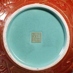 106、Qing Emperor Qianlong sprinkled blue, alum red, goldfish dragon celestial bottle - 清乾隆洒蓝地堆塑矾红彩描金鱼化龙天球瓶.jpg (1000×992)