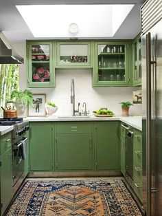 Step Inside Dakota Johnson's Midcentury-Modern Home interior Architectural Digest, Architectural Styles, Midcentury Modern, Johnson House, Green Cabinets, Kitchen Cabinetry, Kitchen Counters, Kitchen Appliances, Cuisines Design