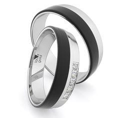 Ak hľadáte extravaganciu pre Váš svadobný deň, sú tu pre Vás práve tieto obrúčky z bieleho zlata akarbonu. Pánska obrúčka vyniká svojim leskom akarbonom po celom obvode, s ktorou ohúrite všade kam vkročíte. Dámsku obrúčku zdobí okrem karbonu abieleho zlata 5 krásnych zirkónov, ktoré môžete vymeniť za trblietavé diamanty. Vystúpte zdavu aspečaťte svoju lásku práve stýmito obrúčkami. Laura Gold, Wedding Rings, Engagement Rings, Jewelry, Enagement Rings, Jewlery, Jewerly, Schmuck, Jewels