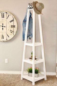 DIY Coat Rack Diy Coat Rack, Rustic Coat Rack, Wooden Coat Rack, Coat Racks, Diy Interior Furniture, Furniture Plans, Furniture Decor, Scrap Wood Projects, Cool Woodworking Projects