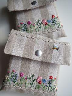 刺繡の蓋付きポーチ(ポーランドリネンW2) 2x