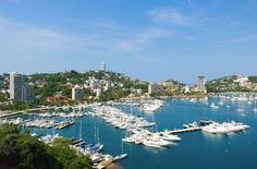 El Club de Yates cuenta con todos los servicios. The yacht club facilities can be used by visitors and the yacht club can arrange clearance facilities for a fee.