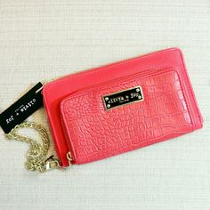 39✂Olivia+Joy Coral Clutch Gold WristletHP PRICE IS FIRM (Seeon TITLE) Make me an offer, it's YOURS! ➖➖➖  ✨N.W.T✨  ⏩Featuring deep, luxuriously rich coral color & gold tone hardware, this wallet is simply stunning! ⏩Polished Olivia + Joy plaque & beautiful Crocodile faux-leather construction ensures durability ⏩Detachable gold chain wrist strap ⏩Zip around closure ⏩Front big compartment for easy access ⏩Interior➖12 card slots, 2 bill pockets, 1 central zipped pocket, 2 open compartments…