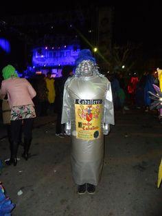 """Disfraz """"Botella de Ponche Caballero"""". Fernando Orihuel.  Premio al mejor disfraz individual.  Sábado, 9 de febrero de 2013"""
